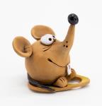 фигурка мышь на сыре
