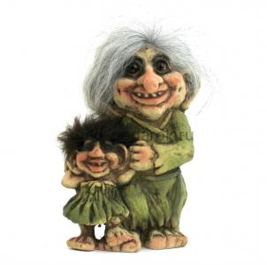 тролль женщина с ребенком