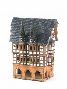 Городской дом с башнями (подсвечник)
